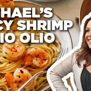 Rachael Ray Makes Spicy Shrimp Aglio Olio | Food Network
